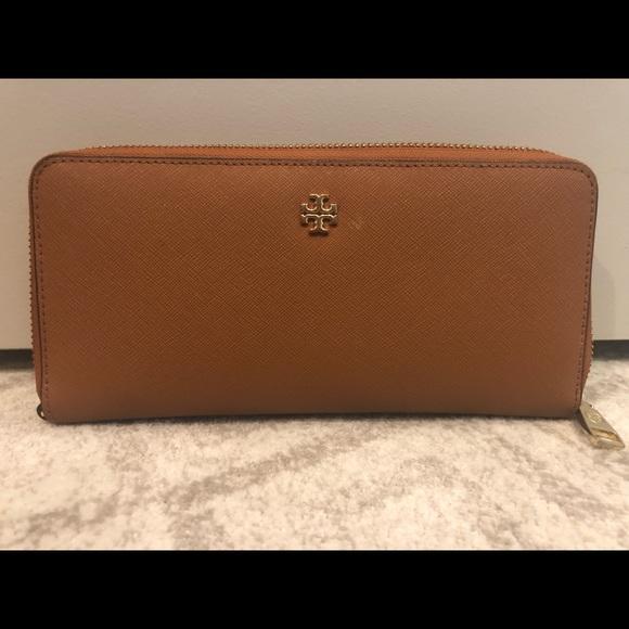 Tory Burch Handbags - Tory Burch Robinson zip continental wallet